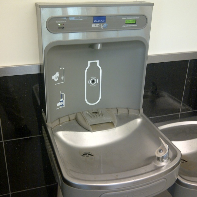 01-Water fountains with built-in water bottle filling station